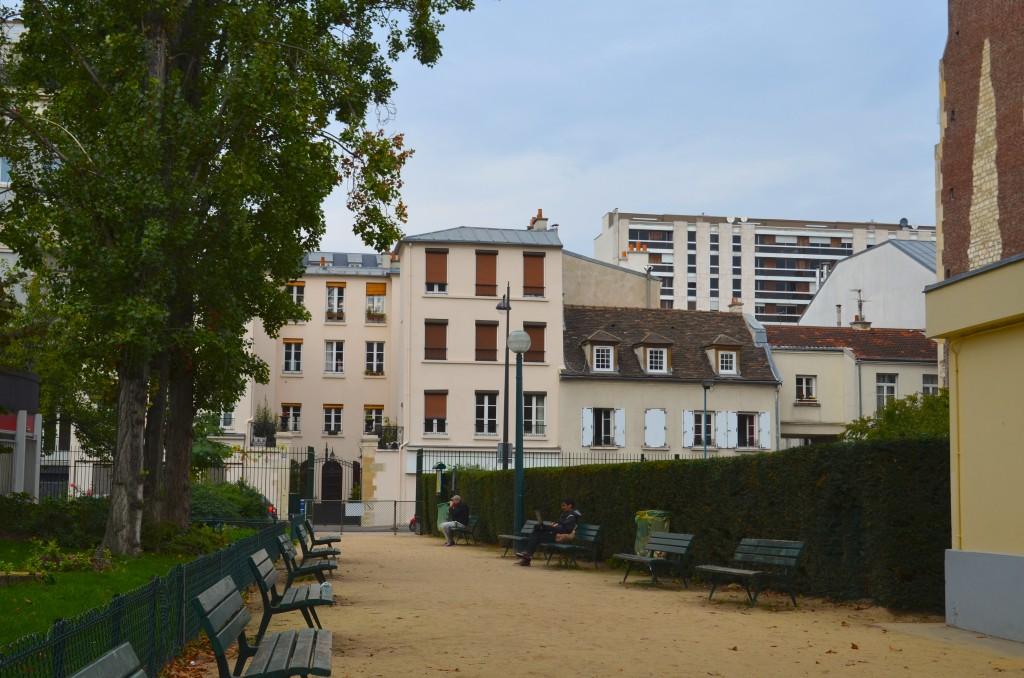 Square Blomet, a public park where Miró's studio at 45 rue Blomet once stood. Photographer: Gabriela Ayala