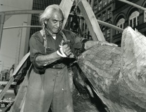 Hillaire carving the pole for Kobe, Japan, in Seattle's Pioneer Square, 1961. Photograph by Harvey Davis. Post-Intelligencer Collection, Museum of History and Industry.