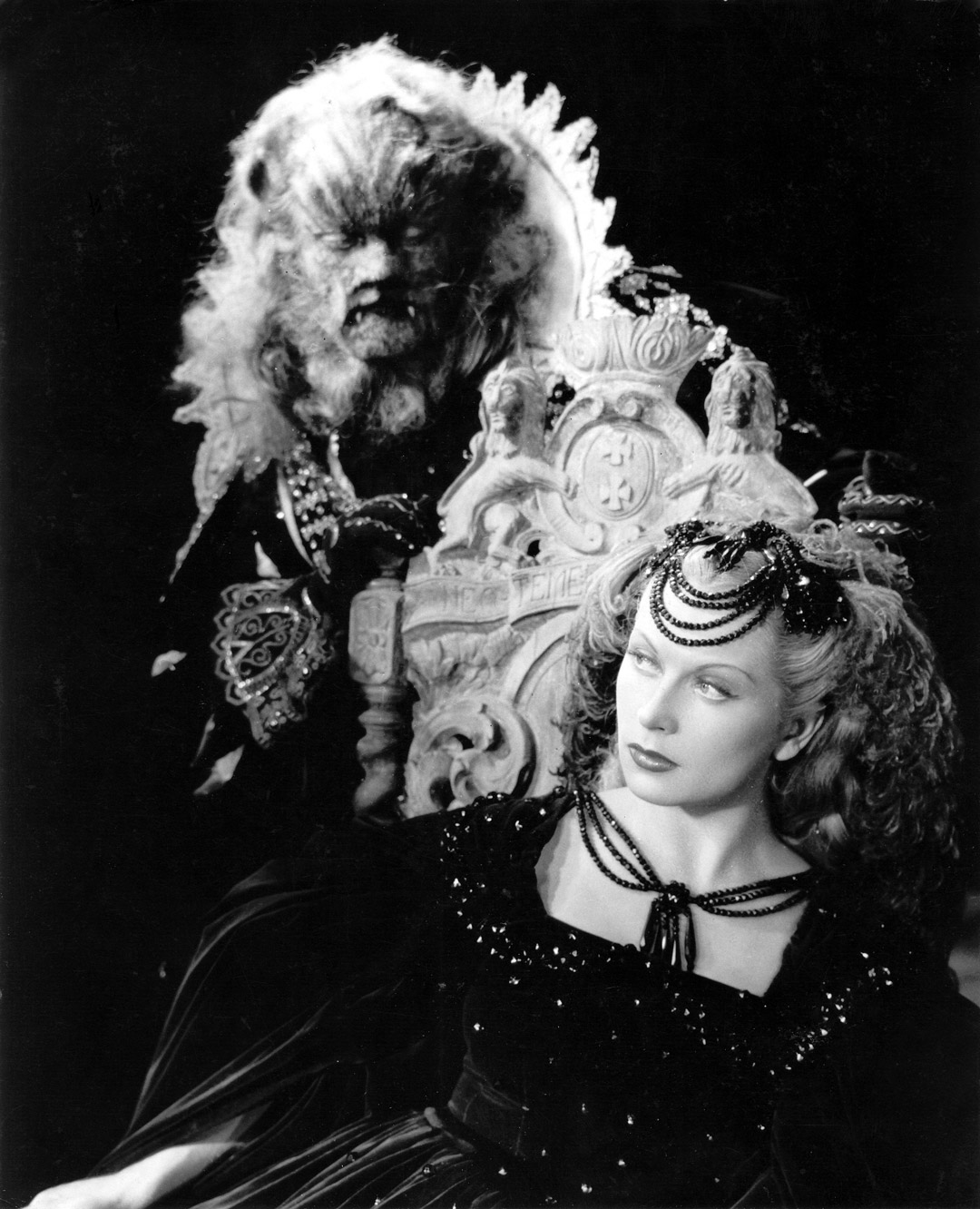 Beauty and the Beast (1946 France) aka Beauty and the Beast Directed by Jean Cocteau Shown from left: Jean Marais (as La BÍte), Josette Day (as Belle)